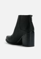 Sol Sana - Leo boot