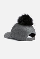 dailyfriday - Pom pom cap