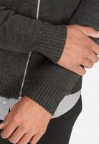 basicthread - Knit bomber