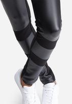 Vero Moda - Stronger PU insert pants