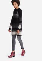 Vero Moda - Raffa Trixie split knit