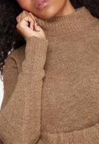 Vero Moda - Ginger funnel neck knit
