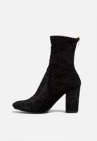 dailyfriday - Leeds velvet boot