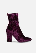 dailyfriday - Leeds velvet boot