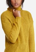 Vero Moda - Raven posh slit roll neck knit