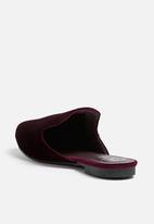 Missguided - Embroidered bee velvet mule
