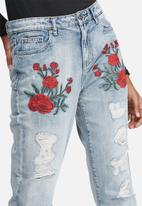 ONLY - Tonni embroidered boyfriend jeans