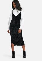dailyfriday - Crushed velvet v-neck midi slip dress