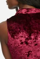dailyfriday - Crushed velvet v-neck cut out top