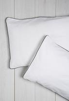 Sixth Floor - Black piping pillowcase set