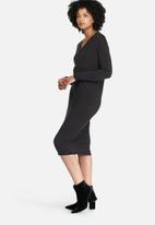 dailyfriday - Longsleeve v-neck midi dress