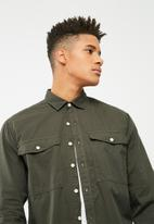 basicthread - Loose Fit Utility Shirt