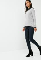 dailyfriday - Button back long sleeve knit