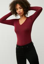 dailyfriday - Fitted v-neck top