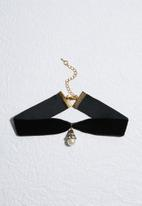 Missguided - Pearl drop pendant choker necklace