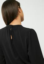 dailyfriday - Keyhole blouse