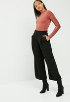 Missguided - Ruched arm long sleeve bodysuit