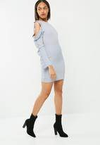 Missguided - Crepe pleated ruffle sleeve bodycon dress