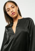 Missguided - Satin v neck oversized cuff dress