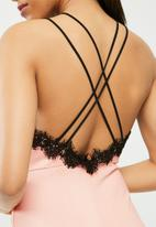 Missguided - Cross strap lace trim midi dress