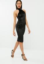 Missguided - Pleated velvet halterneck midi dress