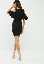 Missguided - Frill cold shoulder plunge bodycon dress