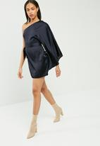 Missguided - Silky one shoulder sleeve shift dress