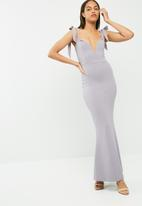Missguided - Sweetheart neck bardot tie maxi dress