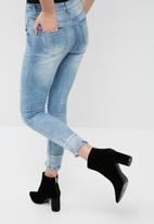 Missguided - Anarchy mid rise reversed hem skinny jeans
