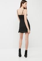 Missguided - Crepe strappy ruffle shift dress
