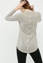 dailyfriday - Cut and sew top with button back