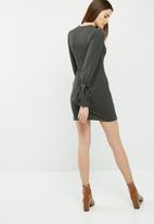 dailyfriday - Cut & sew sleeve tie dress