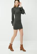 dailyfriday - Cut & sew sleeve tie dress