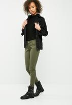 Vero Moda - Bueno slim ankle pants