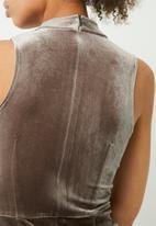 Missguided - High neck velvet embroidered midi dress