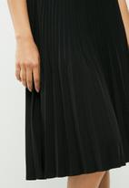 c3fa34ad6b Luna pleated midi skirt - Black beauty Vero Moda Skirts ...