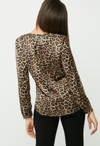 Vero Moda - Leoana V-neck shirt