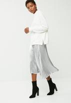 Vero Moda - Silver pleated skirt
