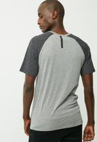 Nike - Reflective raglan tee