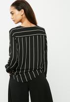 Jacqueline de Yong - Perfect placket blouse