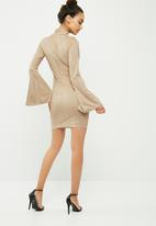 Missguided - Choker neck flared sleeve faux suede bodycon dress