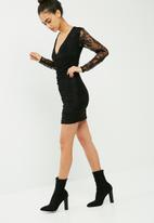 Missguided - Fine lace plunge ruche bodycon dress