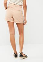 Vero Moda - Be Lesley wide belted shorts