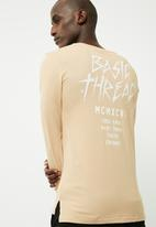 basicthread - Long graphic tail crew neck tee
