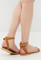 dailyfriday - Desert sandal