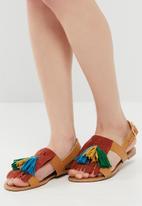 dailyfriday - Tassel and fringe sandal