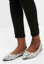 dailyfriday - Pointy toe pumps