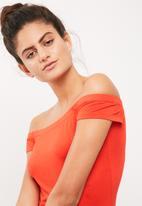 dailyfriday - Viscose knit off the shoulder midi dress