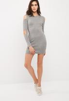 Missguided - Ribbed cold elbow bodycon dress