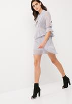 Missguided - Tie neck ruffle dress